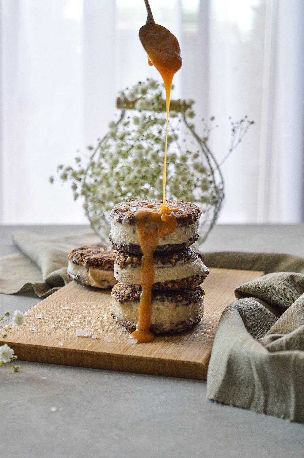Erdnussbutter NIcecream in schokohafercookies