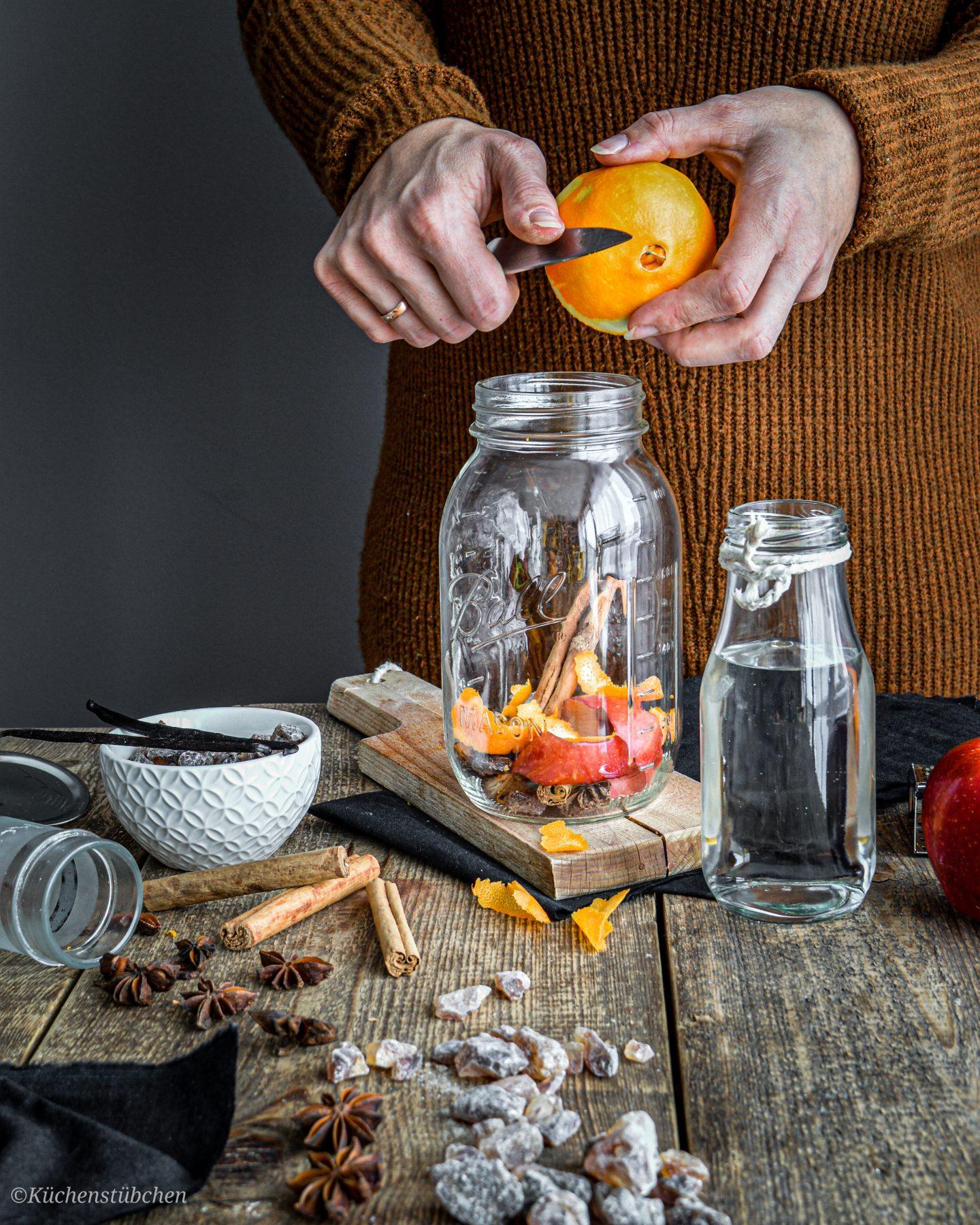 Orangen zesten abschneiden - Weihnachtslikör