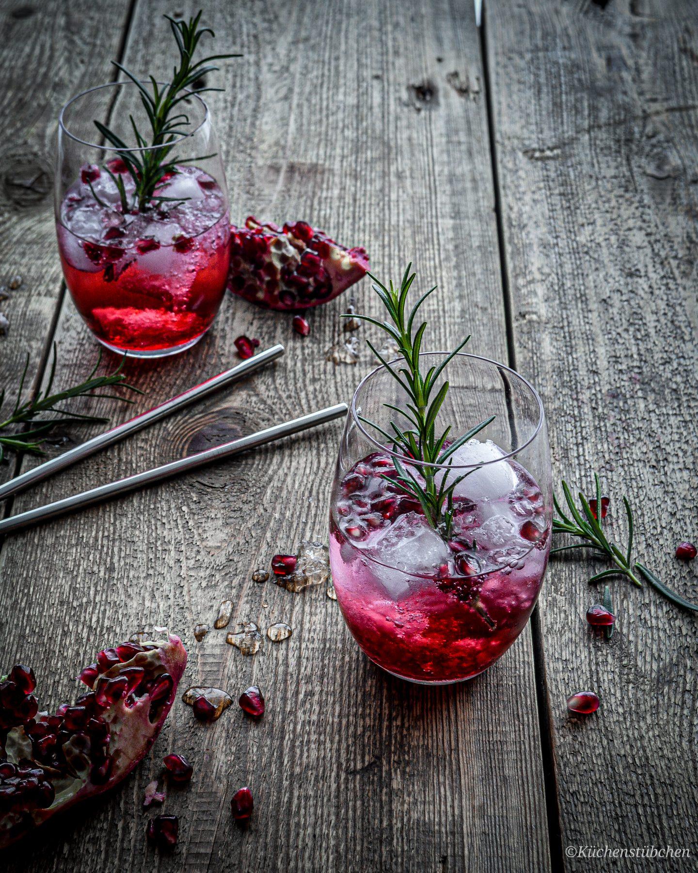 Wintertonic mit Granatapfel und Rosmarin