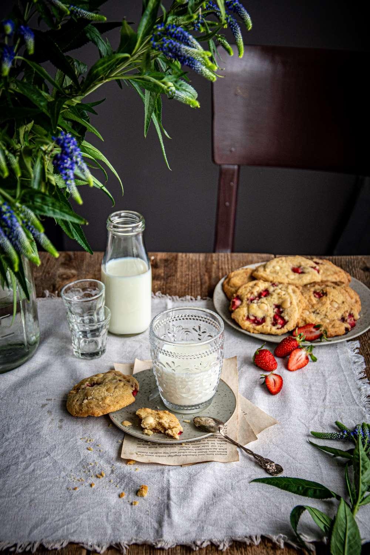American Cookies mit Erdbeeren und weißer Schokolade